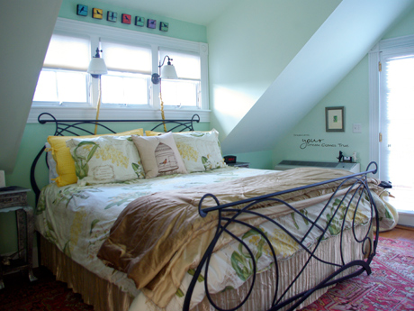 Downtown lodging in historic Charlottesville VA with king bed, private shower, private rooftop terrace